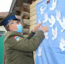 Сегодня жители с.Большеустьикинское провели у дома ветерана акцию «Голубь Мира».