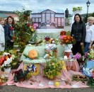 Трудовые коллективы района приняли участие в традиционной выставке осенних букетов и поделок.